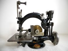 pics of antique sewing machines
