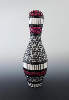 Mosaic Bowling Pin designed for interior or garden art. Designed an created by Karen J Lauseng Bowling Pin Crafts, Bowling Party, Bowling Pins, Arts And Crafts, Diy Crafts, Pin Art, Mosaic Art, Yard Art, Reuse