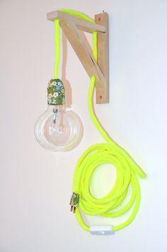 lampe BALADEUSE jaune fluo  en tricotin et LIBERTY Mitsi + support