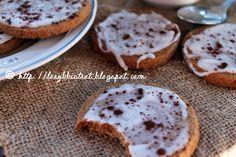 A casa mia c'è sempre una biscottiera colma di dolcetti   da gustare al mattino tutti insieme davanti a un caffè   o al pomeriggio con...