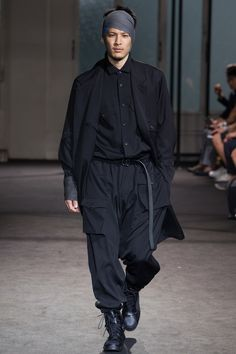 See the complete Yohji Yamamoto Spring 2017 Menswear collection.