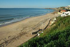 Praia da Areia Branca  Najlepsze i najpiękniesze plaże wokół Lizbony – mapa + informacje: http://infolizbona.pl/?p=1640 Jak dojechać na plaże w Lizbonie i okolicach [Mapa + aktualne ceny]: http://infolizbona.pl/?p=2712