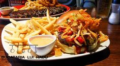 Bruce Lee burger @ TGI Fridays. Tgi Fridays, Bruce Lee, Cheesesteak, Ribs, Nom Nom, Ethnic Recipes, Food, Restaurants, Tgi Fridays Hours