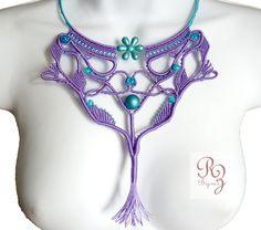 collier plastron inspiration art nouveau mauve et bleu : Collier par zoeprune