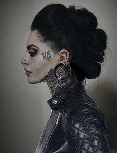 👍 👌 💕 💞 😍 💝 😘 tattoos body art, facial piercings и piercings Sexy Tattoos, Body Art Tattoos, Girl Tattoos, Arabic Tattoos, Sleeve Tattoos, Facial Piercings, Ear Piercings, Tattoed Girls, Inked Girls