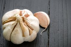 There is plenty of negative information available on the internet surrounding the use of garlic for dogs. Many, if not most of you will be surprised to learn how this amazing herb CAN safely be us…