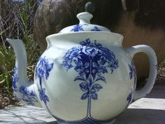 ♡ I like the nice big belly for 6 cups of tea  pretty pattern too