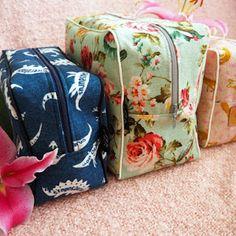 DIY: Pussukka tuplavetoketjulla - Punatukka ja kaksi karhua Instagram Widget, Diaper Bag, Throw Pillows, Sewing, Crafts, Diy, Bags, Handbags, Toss Pillows