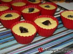 Muffins πορτοκαλιού με γέμιση σοκολάτας συνταγή από fly - Cookpad Muffins, Breakfast, Desserts, Food, Morning Coffee, Tailgate Desserts, Muffin, Deserts, Essen
