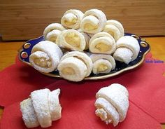 Raffaello kiflicskék Cookie Recipes, Dessert Recipes, Hungarian Recipes, Ice Cream Recipes, Healthy Desserts, Cake Decorating, Sweet Tooth, Food And Drink, Pudding