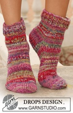 Socks & Slippers - Free knitting patterns and crochet patterns by DROPS Design Knitted Socks Free Pattern, Crochet Slipper Pattern, Knitted Slippers, Crochet Slippers, Knitting Socks, Knitting Designs, Knitting Patterns Free, Free Knitting, Drops Design