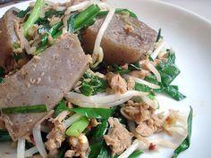 Stir-fried konnyaku with tuna and garlic chives (konnyaku, tuna, bean sprouts, scallion / chive)