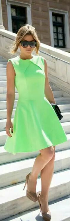 Ted Baker Neon Dress / Twin Fashion B Fashion, Women's Summer Fashion, Work Fashion, Fashion Beauty, Fashion Outfits, Pretty Little Dress, Little Dresses, Neon Party Outfits, Short Green Dress