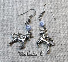 Boucles d'oreilles licorne et perle verre bleu et givre, métal argenté