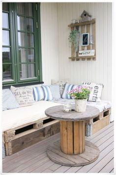 Small Circular Deck Table  - 50 of the Most Creative Pallet Furniture Design Ideas | https://homebnc.com/best-creative-pallet-furniture-design-ideas/ | #summer #pallet #furniture #diy #craft #crafts #ideas #decorating #decor #decoration #idea #garden #backyard #home #homedecor #lifestyle #beautiful #creative #house #modern #design #homebnc