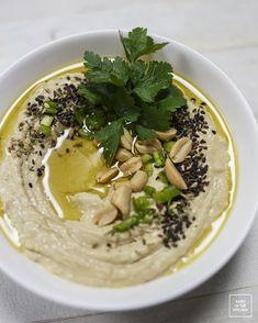 Gotowanie ciecierzycy - przepis na hummus od podstaw. Jak zrobić gładki, kremowy, lekki i puszysty hummus - przepis.