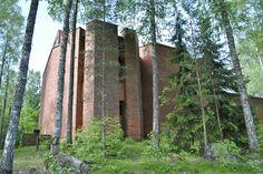 Vantaan Kivistössä vuonna 1967: Kivistön kirkko.  Kivistö Church in Vantaa. Arkkitehdit Raili ja Kalevi Hietanen.