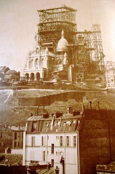 #Montmartre et la Sacré-Coeur ...pas fini (1895) #Paris #France #tourisme #histoire #culture http://paris-visites.voila.net