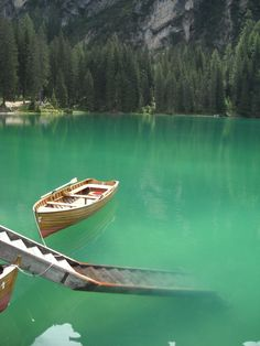 Un giro in barca sul lago di Braies in Sud Tirol..