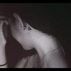 Zelda tattoo on neck = Awesome
