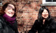 Lourdes Ribera, presidente de LULAC Cincinnati y Lorena Mora-Mowry de Mujer Latina Today  intercambian opiniones sobre el grupo Latinas Cincinnati y del interés de su organización para ayudar a las mujeres de nuestra comunidad.