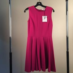 NWT Diane Von Furstenberg Jeannie Dress sz4 Fushia New with Tags Diane Von Furstenberg Jeannie Dress - Fushia / Hot Pink sz4, fit and flare silhouette, poly / wrinkle-free / midweight fabric - classy and fun for work (or not)! Diane von Furstenberg Dresses Midi