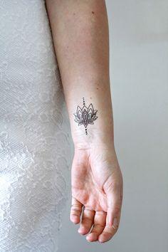 Kleines Lotus Tattoo für das Handgelenk, temporäres Tattoo / temporary tattoo lotus flower, black ink made by Tattoorary via DaWanda.com