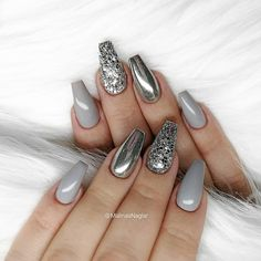 Silver Chrome nails have become more and more popular in recent years. Silver Chrome nails are the latest technology used by all fashionable women. They use some silver and metal nails to make them look like silver. Have you tried silver chrome na Grey Nail Art, Gray Nails, Grey Art, Cute Acrylic Nails, Glitter Nail Art, Silver Acrylic Nails, Glitter Mirror, Silver Glitter Nails, Metallic Nails