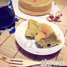 今日のおやつは 抹茶ミルクシフォン♡ 中途半端に残っていた グリーンティーを消費 中には黒豆の甘納豆をINしました。 ほのかに優しい甘さがするので 今日は付け合わせの 生クリームはナシ✨ アイスティーと一緒に いただきます(❁´◡`❁)*✲゚* 昨日に引き続き雑な仕上がりだな レシピは後程✨ - 181件のもぐもぐ - 今日のおやつ✨抹茶ミルクシフォン꒰ •ॢ ̫ -ॢ๑꒱✩ by seiko111
