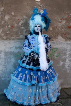 https://flic.kr/p/e225ei | Person in blue with a big bird | On the first Monday of the Carnavale in Venice a large group of the French, Belgian, German and Italian masqueraders get together at the Arsenale - the old naval fortress in Venice - this is a great gathering - a bunch of people in outfits and even more photographers! This is a great place to shoot and I was so lucky to have a lot of them feel sorry for me and let me take them to some cool shooting sites outside of the direct sun. I…