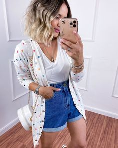 Fashion Beauty, Girl Fashion, Fashion Outfits, Womens Fashion, Look Con Short, Mom Jeans Shorts, Look Retro, Passion For Fashion, Casual Looks