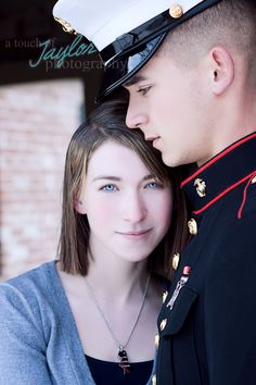 www.facebook.com/atouchoftaylor    military couple united states service photography flag winter