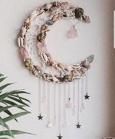 A little bit boho goddess, a little bit cosmic witch, a whole lot of whimsical divine feminine. Seashell Crafts, Beach Crafts, Diy And Crafts, Arts And Crafts, Dream Catcher Craft, Ramadan Crafts, Diy Décoration, Shell Art, Boho Decor