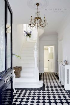 Victorian black and white tiled hallway and white painted staircase Hall Tiles, Tiled Hallway, Hallway Inspiration, Home Decor Inspiration, Decor Ideas, Design Entrée, House Design, Floor Design, Design Trends