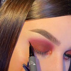 --Video Pin-- Makeup Techniques: Choose Your Makeup By Eye Color! Makeup Inspo, Makeup Inspiration, Makeup Tips, Beauty Makeup, Hair Makeup, Makeup Products, Simple Eyeshadow, Eyeshadow Makeup, Eyeshadow Looks