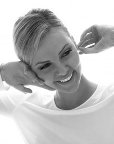 Charlize Theron, she's so beautiful and so talented! Image Cinema, Most Beautiful Women, Beautiful People, Black And White Portraits, Famous Women, Best Actress, Famous Faces, Sensual, Belle Photo