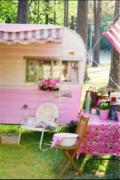 Love vintage campers!