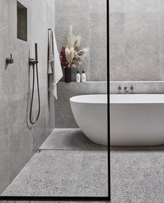 Luxury bathroom design with modern bathtub could be the best ideas 22 Related