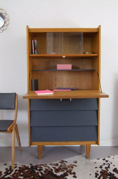 déco maison Secretary restored Buying Petite Clothing Made Easy All you girls and under, Refurbished Furniture, Paint Furniture, Upcycled Furniture, Kids Furniture, Furniture Makeover, Furniture Design, Dressing Table Revamp, Retro Sideboard, Simple Furniture
