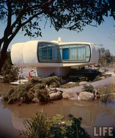 Monsanto's House of Tomorrow, 1957 I loved this when we used to go to Disneyland. That was before I learned how evil Monsanto really is, check them out and you will probably agree. Retro Futuristic, Futuristic Architecture, Amazing Architecture, Architecture Design, House Of Tomorrow, Colani, Vintage Disneyland, Googie, Mid Century House
