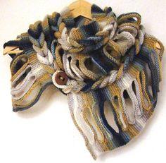 Schon länger fertig aber noch nie gebloggt: mein Rapunzelschal Auf diesen Schal bin ich in einem Strickforum gestossen (ich weiß nicht mehr in welchem), und von dort wurde auf das Anleitungsvideo a…