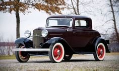 1932 Ford Model 18 DeLuxe Three-Window Coupe