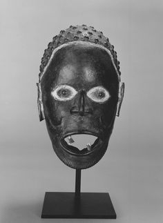 Brooklyn Museum 88.191.1 Mask with Textured Hair and Mouth with two Human Teeth - Boki (peuple) — Wikipédia