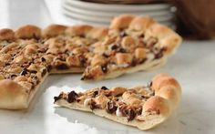 This looks so good!!!! It's a s'more pizza!!!! Jut imagine eating it!!! Awwwww it would taste so good!!!<3