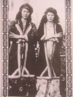 Kurdish women 1881-1882 Zagros Mountains /Kürt kadınlar y. 1881-1882 Zagros Dağlık bölgeden...