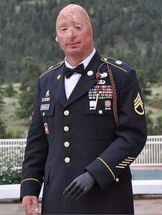 This man is a true hero. His HMMVW was hit by an IDE and he was the only one to survive. RIP to those fallen. Wounded Warrior Project, Army National Guard, Man Of War, American Freedom, Military Pictures, Real Hero, Military Men, American Soldiers, Faith In Humanity