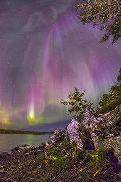 Aurora Borealis / Northern Lights Beautiful Sky, Beautiful World, Nature Pictures, Beautiful Pictures, Beautiful Places To Visit, Amazing Places, To Infinity And Beyond, Natural Phenomena, Natural Wonders