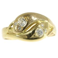 Fine antique double headed snake ring with diamonds in 18k gold mounting. Style: Between Victorian and Art Nouveau Period: ca. 1900 Condition: excellent condition Material: 18 karat yellow gold (acid tested) Diamonds: Two brilliant cut diamonds with a total estimated weight of approx. 0.20 carat (approximate color H and clarity vs) and four brilliant cut diamonds with a total estimated weight of approx. 0.06 carat. Total diamond weight: approx. 0.26 carat. Dimensions: width on top 1,03 ...