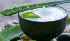 How To Make Homemade Aloe Vera Lotion. Aloe vera contains many beneficial properties for the body and especially, for the skin and hair. After Shave Cream, After Shave Balm, Homemade Skin Care, How To Make Homemade, Organic Skin Care, Natural Skin Care, Natural Beauty, Masque Aloe Vera, Aloe Vera Piel