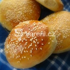 Baking your own hamburger buns Homemade Hamburger Buns, Hamburger Bun Recipe, Hamburger Menu, Tart Recipes, Cooking Recipes, Tiny Food, Russian Recipes, Bread Baking, No Cook Meals